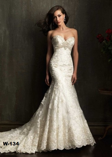 Sweet heart neckline. diving back V . trumpet mermaid wedding dress perfectly fit the body . Traine